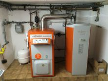 Heizungskeller und Stromverteiler
